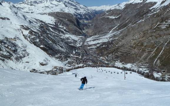 ski resorts auvergne rh ne alpes skiing in auvergne rh ne alpes. Black Bedroom Furniture Sets. Home Design Ideas
