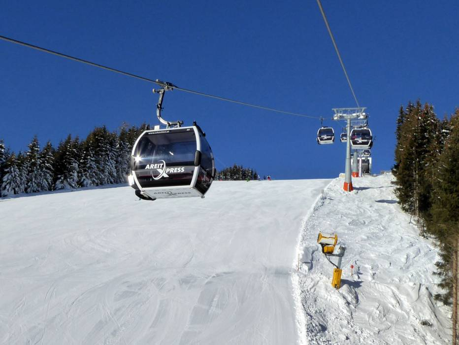 Christmas Village Ski Lift.Ski Resort Schmittenhohe Zell Am See Skiing