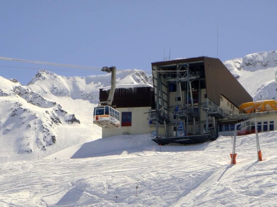 Ski lifts Gemsstock Andermatt cable cars Gemsstock Andermatt